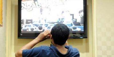 orang-duduk-menonton-tv-ilustrasi-_120711083637-383